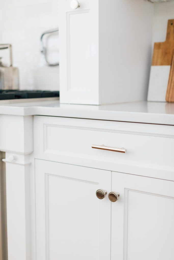 Kitchen Remodel Tips for Paint, Countertops, backsplash and hardware. Marble vs. quartz, lacquer vs. cabinet paint.  Where to spend and save during a kitchen remodel.  Tips on where to buy for kitchen remodel || Darling Darleen .com #darleenmeier #darlingdarleen #kitchenremodel #remodeltips