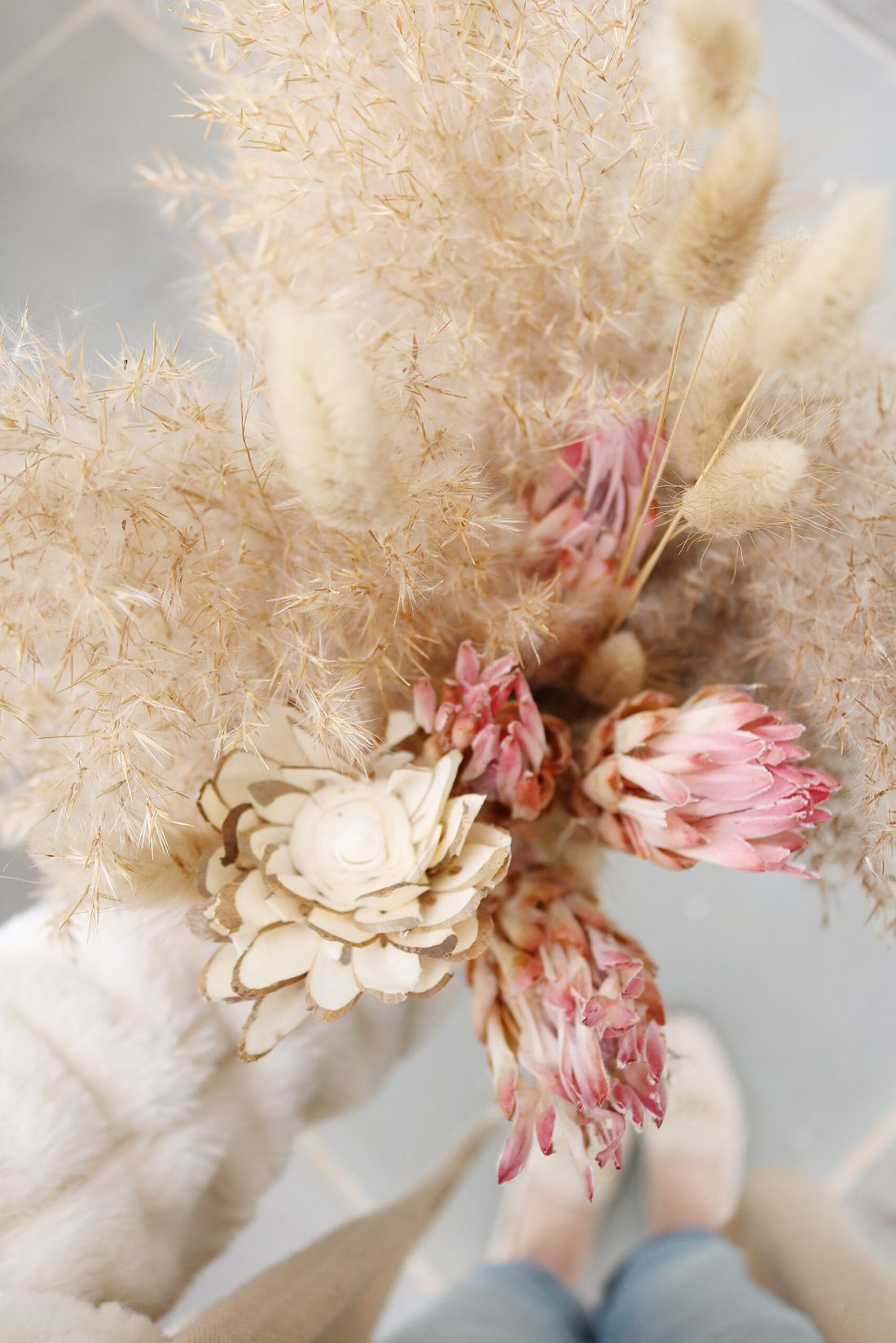 Where to find flowers for dried flower arrangements and the best flowers to choose.  Pampas grass flower arrangements || Darling Darleen Top Lifestyle Connecticut Blogger