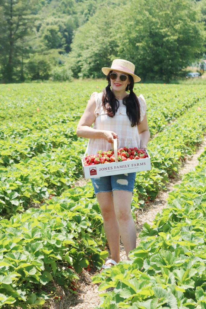 What to wear when picking strawberries? Make sure to wear a sun hat, flowy clothes to stay cool and easily bend down and open toe sandals that are okay to get dirty and wet || Darleen Meier Top Lifestyle CT Blogger #strawberryfieldsforever #darlingdarleen