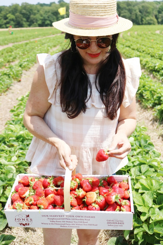Strawberry picking, strawberry fields forever, jones family farms, connecticut strawberry picking, strawberry picking with children || Darling Darleen Top Lifestyle CT Blogger #strawberryfields