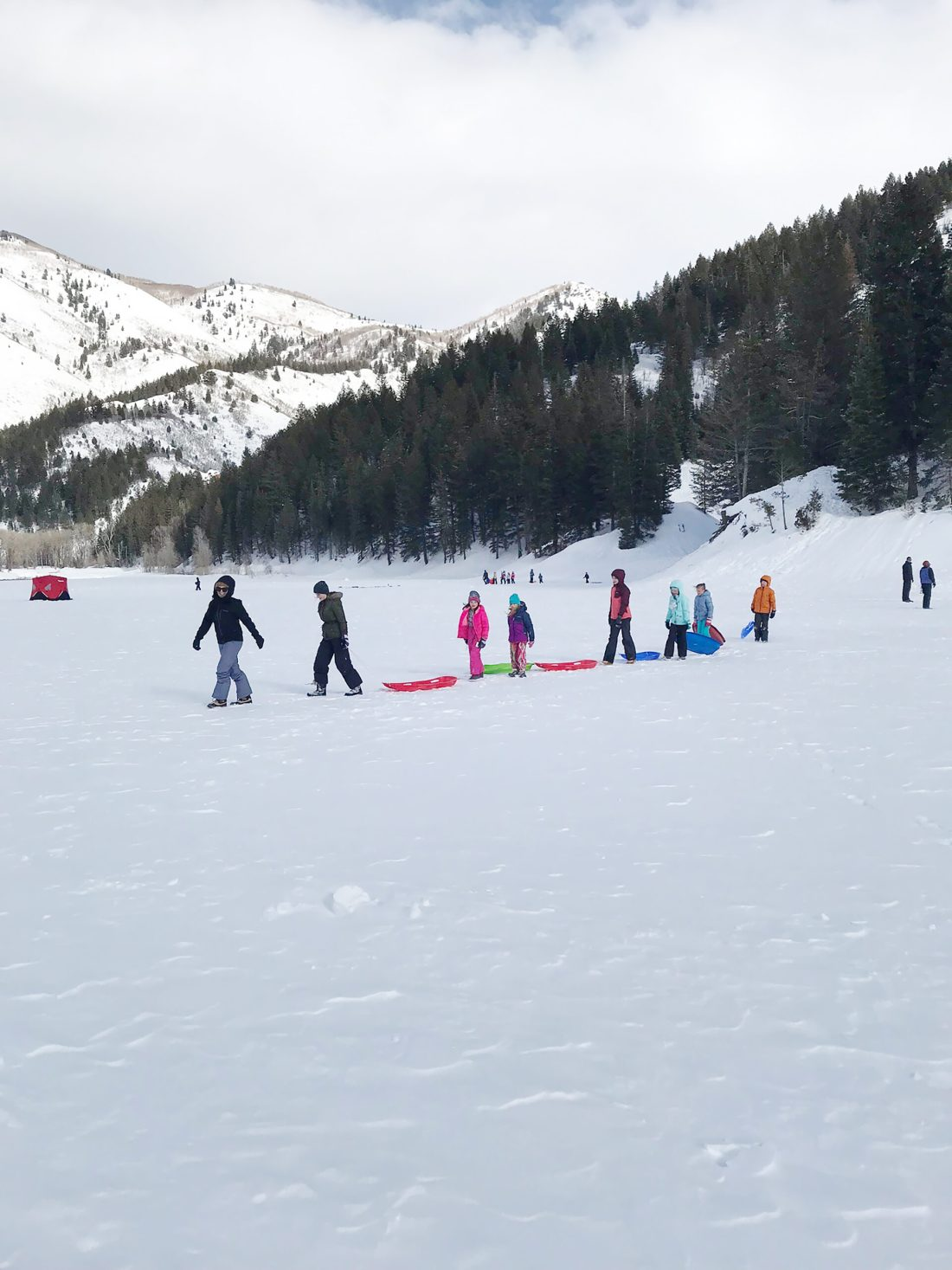 Our Utah Winter Travel Guide is out! Sharing what to Pack and where to Go for a Utah Winter Adventure. Our top 5 winter adventures! Sledding and Hiking Utah Tibble Fork American Fork Utah || Darling Darleen Top CT Lifestyle Blogger