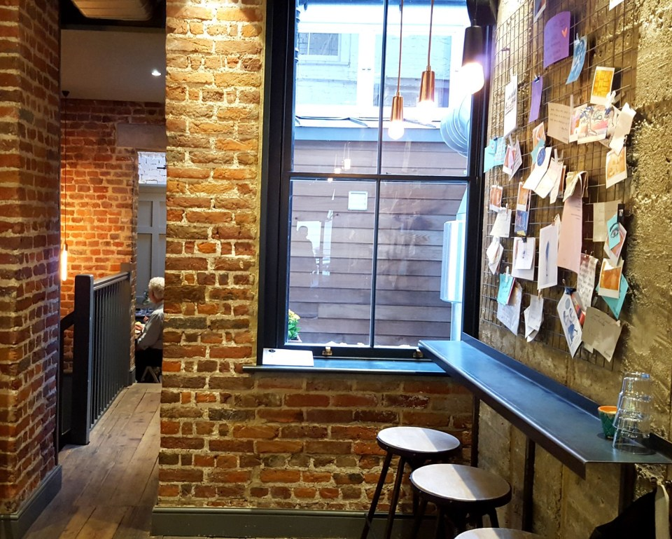 cafe, coffee shop, the black penny, covent garden, great queen street, bun, burger, salad, chocolate, brownie 11