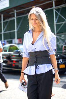 sarah-harris-how-to-wear-corset-600x900