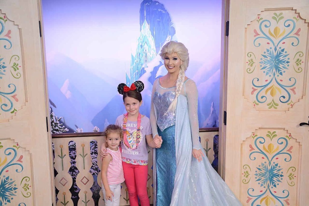 Brilee and Macy with Elsa