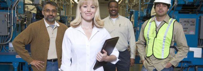 Manufacturing Job Opportunities in Birmingham, Alabama - satisfied workforce in warehouse