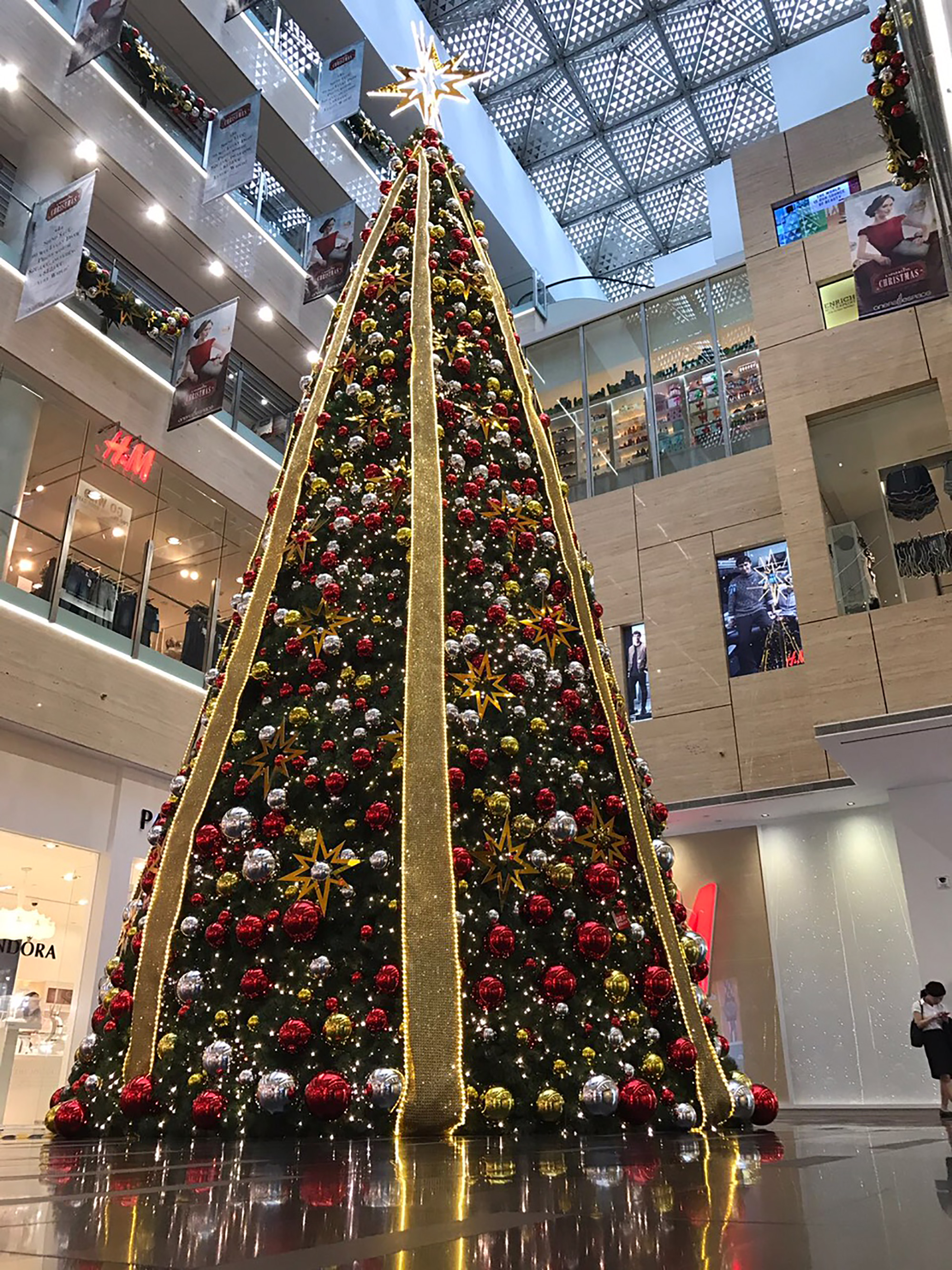 Experience A Sparkling Christmas At One Raffles Place