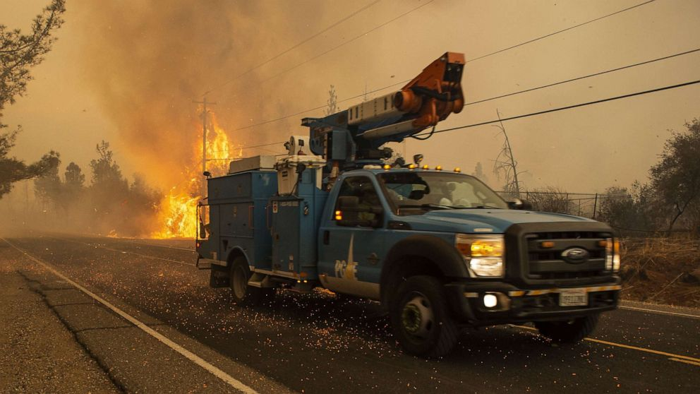 800,000 Californians may have power cut to help prevent wildfires