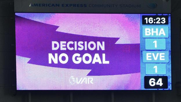 Sport VAR: More disagreement on VAR use in Premier League on Saturday