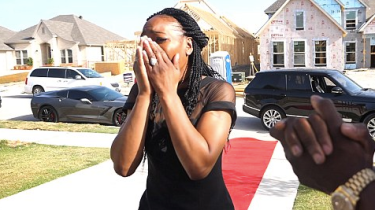 NFL Player Marquise Goodwin Surprises Mom And Disabled Sister With A New House #kindness #nfl #uplifting