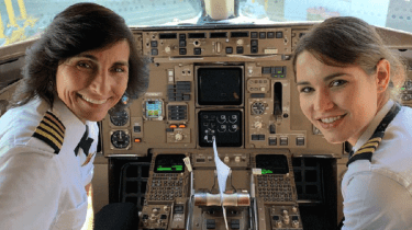 Mother daughter pilot Boeing 757 from Los Angeles to Atlanta for Delta Airlines.