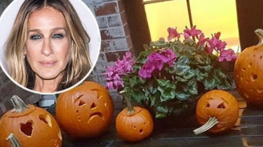Sarah Jessica Parker shares news of redemption. Some kind good samaritans left new pumpkins on her front doorstep after someone stole hers earlier in the week.