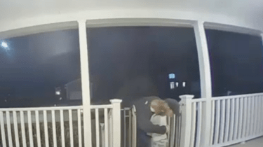 Toddler insists on giving hug to pizza delivery man without knowing that he just lost his daughter.