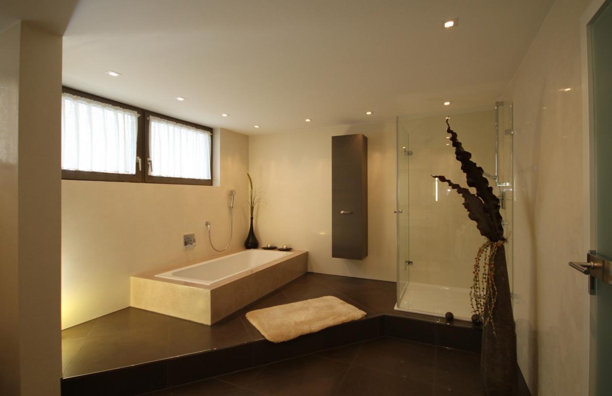 Das Fugenlose Bad von Weber Raum  Farbe