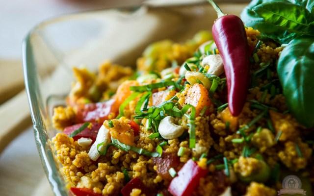 Couscous-Salat mit Aprikosen und Chili