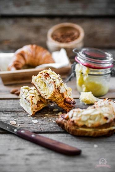 Mandel Croissant