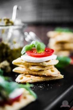 Tomate-Mozzarella Waffelsandwich