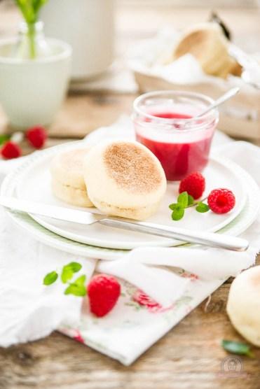Englische Muffins mit Himbeer Curd
