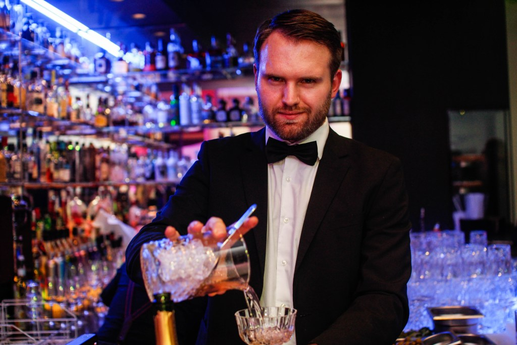 Lux-bar-Bartender