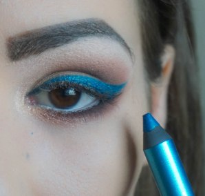 Create the cat eye, you can use angled brush for more precision; Sigma E65