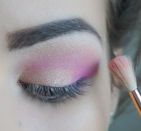 apply glittery coral pearly eyeshadow (the same that you applied on your crease) on top of the base eyeshadow and blend it really good so there won't be any harsh lines; Brush- Zoeva eye makeup tutorial gallery