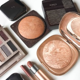 Urban Decay Naked Ultimate Basics palette; KIKO Milano Flawless Fusion bronzer powder 03, Essential Bronzer 201 Sienna Melange and Desert Dunes baked bronzer 200 Warm Melange; KIKO Milano Everlasting Colour precision lip liner 403 and Velvet Passion matte lipstick 320