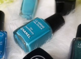 CHANEL nail colour 707 Mediterranée