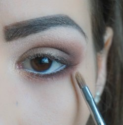 Highlight the inner corner of your eye with pearly eyeshadow with gold undertone; Sigma E46; 202
