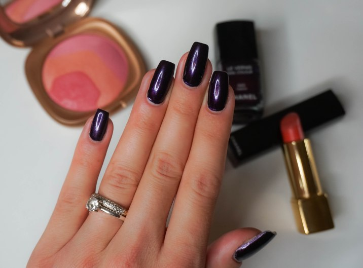 Swatch CHANEL Nail Colour 585 Taboo