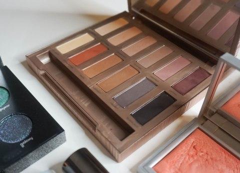 URBAN DECAY Ultimate Basics eyeshadow palette