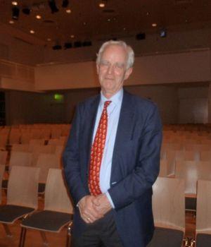 https://commons.wikimedia.org/wiki/File:Pim_van_Lommel.JPG Dr. Pim van Lommel