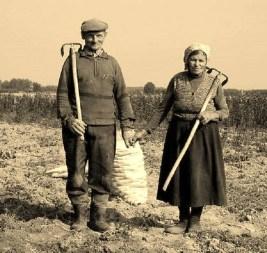 Αντάμα, με αγάπη, προχωρήσαν στη ζωή και σταθήκαν όρθιοι... (ζευγάρι στη Μακεδονία, δεκαετία του 1950)