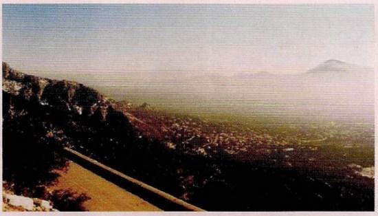 Εικόνα 3: Απομάκρυνση της ρύπανσης από την Αθήνα προς τη Μαλακάσα μέσα από το «άνοιγμα» Πάρνηθας (αριστερά) - Πεντέλης (δεξιά).