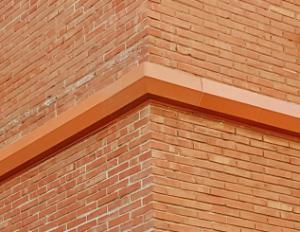 Cornisas de rincón en fachada