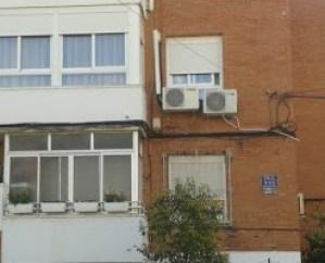 Cables sueltos en fachadas