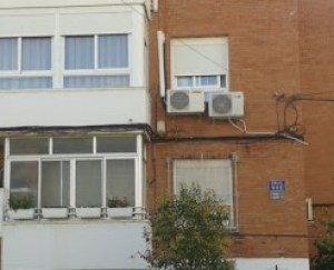 Cómo ocultar cables sueltos en fachadas