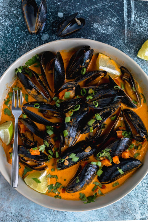 Thai Red Curry Mussels | Dash of Mandi