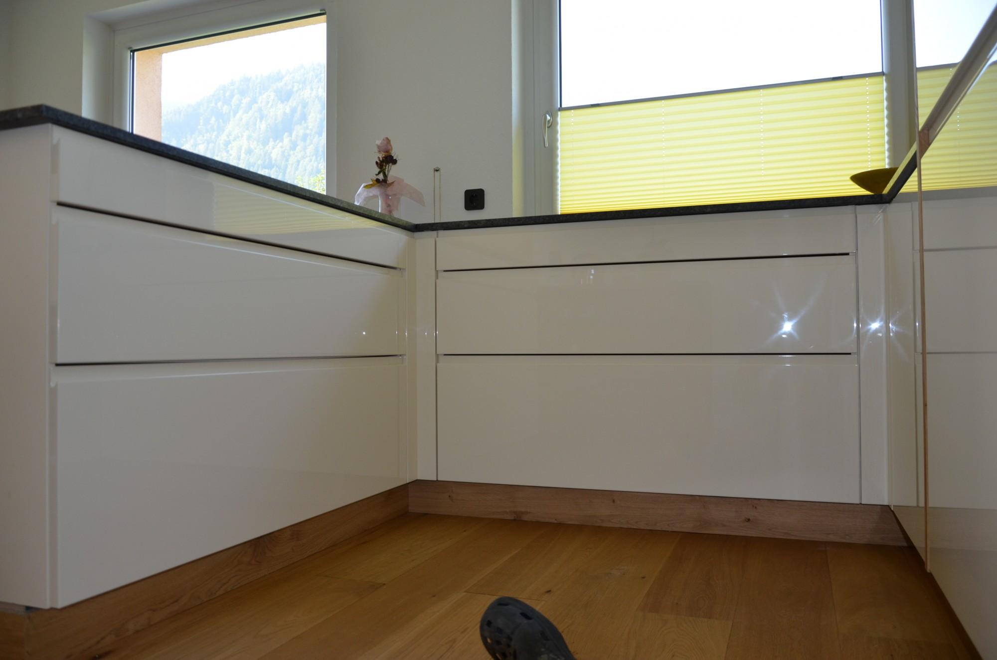k che magnolia holz nobilia k che magnolia nobilia k che magnolia hochglanz. Black Bedroom Furniture Sets. Home Design Ideas