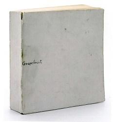 Künstlerbuch   Artists' book: Grapefruit, 1964 (Veröffentlicht von Yoko Ono unter dem Verlagsnamen Wunternaum Press, Tokio 14 x 14 x 3,2 cm)