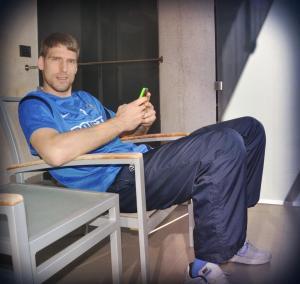 VfL-Torwart Andreas Luthe im Twinterview mit @ruhrpoet. Foto: VfL Bochum