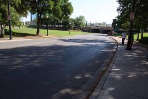 Auf dieser Straße am Dealey Plaza in Dallas wurde US-Präsident John F. Kennedy erschossen. Foto: David Nienhaus