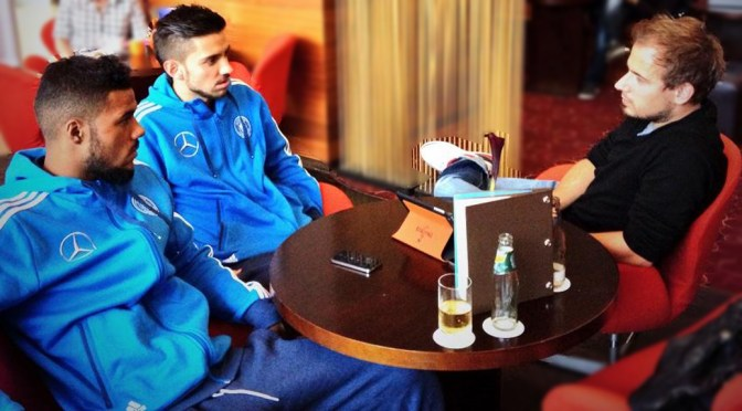 Entspannte U21-Kicker – Elias Kachunga und Julian Korb im Interview