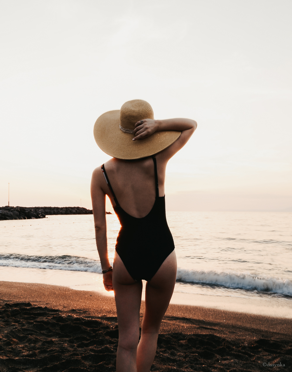 dasynka-fashion-blogger-sea-summer-asos-high-waist-swimsuit-bikini-sunset-beach-body-fit-style-inspo-pinterest-hat-zara-hm