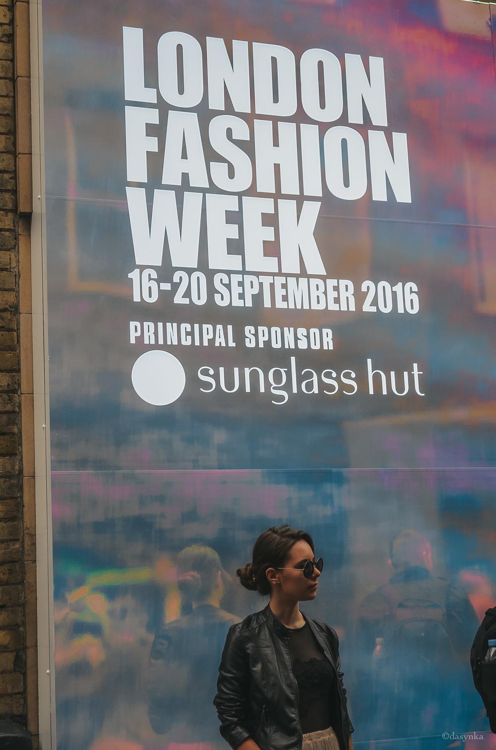 dasynka-fashion-blogger-london-life-street-style-big-ben-pinterest-skirt-pink-black-bag-white-look-leather-jacket-skirt-long-hair-zara-hm-asos-hermes-week