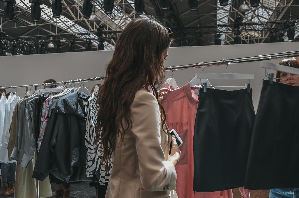 dasynka-fashion-blogger-london-life-street-style-big-ben-pinterest-skirt-pink-black-bag-white-look-leather-jacket-skirt-long-hair-zara-hm-asos-hermes