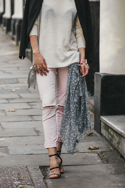 dasynka-fashion-blogger-london-life-street-style-pinterest-black-bag-look-long-hair-zara-hm-asos-heels-dress-white-pink-ripped-pants-jeans-scarf-grey-black-jacket
