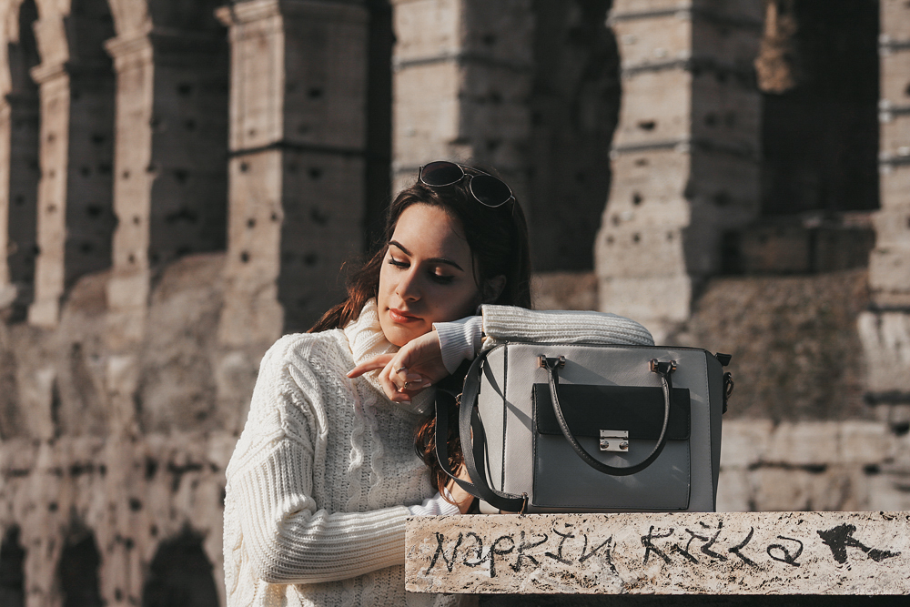 dasynka-fashion-blogger-shooting-model-blog-rome-travel-colosseum-globetrotter-white-sweater-bag-shein