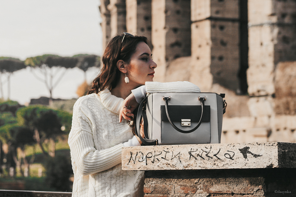dasynka-fashion-blogger-shooting-model-blog-rome-travel-colosseum-globetrotter-white-sweater-bag-beige-oversize-style-look-outfit-total-cozy-pinterest