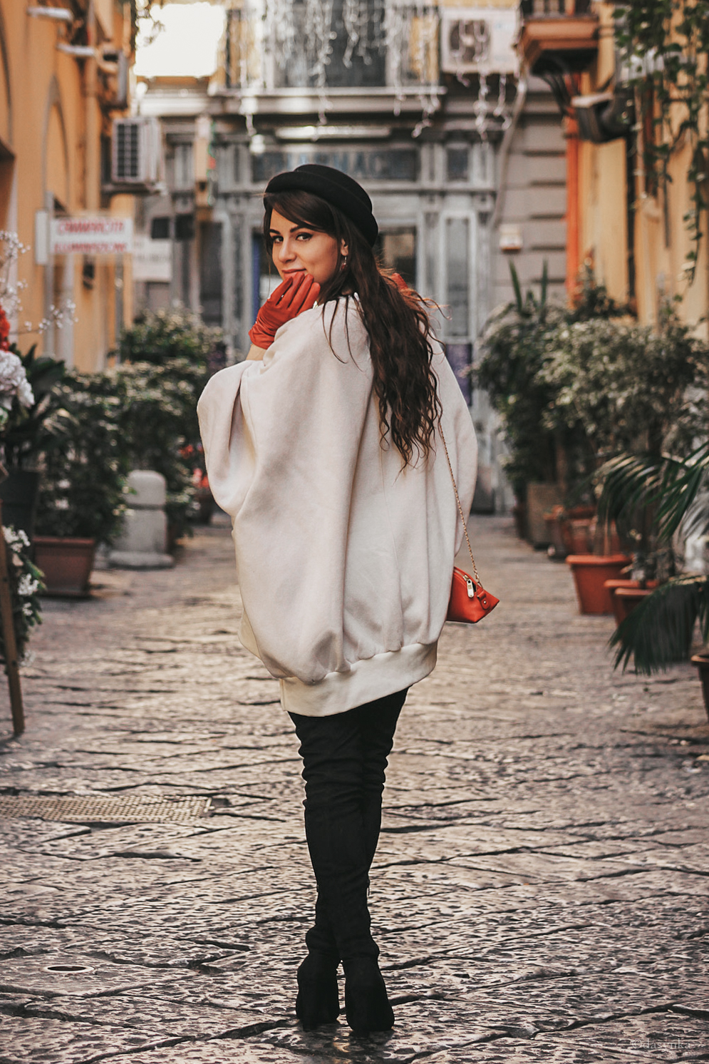 dasynka-fashion-blog-blogger-shooting-model-naples-boots-high-gloves-red-harrods-sweater-bag-hat-pochette-nutcracker-christmas-victoria-secret-white-oversize-overknee-black-ideas-outfit-look-style-chic-elegant-festive