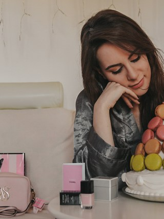 dasynka-fashion-blog-blogger-influencer-inspiration-shooting-model-globettrotter-travel-girl-lookbook-instagram-long-hair-street-style-casual-italy-lifestyle-outfit-poses-bday-birthday-cake-macarons-laduree-victoriassecret-chanel-loreal-kristina-bazan-tea-gucci-gift-inspo-design-outfit-style-chic-elegant-spring-silk-homemade