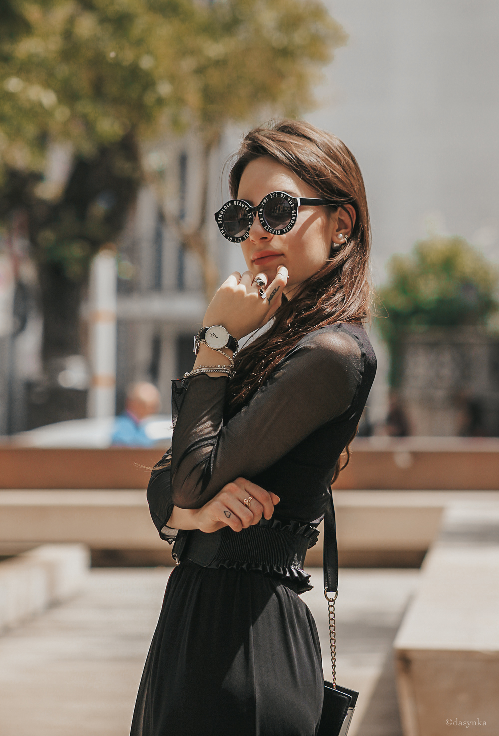 dasynka-fashion-blog-blogger-influencer-inspiration-shooting-model-globettrotter-travel-girl-lookbook-instagram-long-hair-street-style-casual-italy-lifestyle-outfit-poses-black-mesh-pants-tulle-trasparent-top-bag-daniel-wellington-watch-ootd-tiffany-and-co-necklace-sunglasses-eyewear-sunnies-chanel-elegant-chic-belt-stiletto-heels-forever21-shoot-ideas-inspo-kapten-mvmt